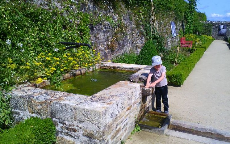 Jeux d'eau au jardin, Daoulas