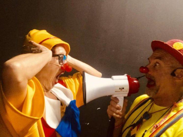 Duo de clowns magiciens