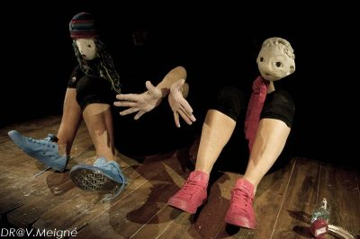 brut-theatre-d-argile-manipulee