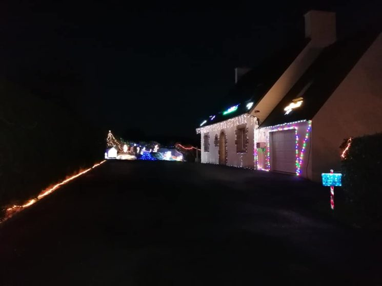 Maison illuminée à Lampaul-Guimiliau
