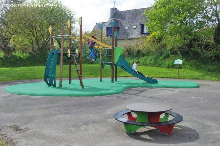 Aire de jeux pour enfants à Plouédern