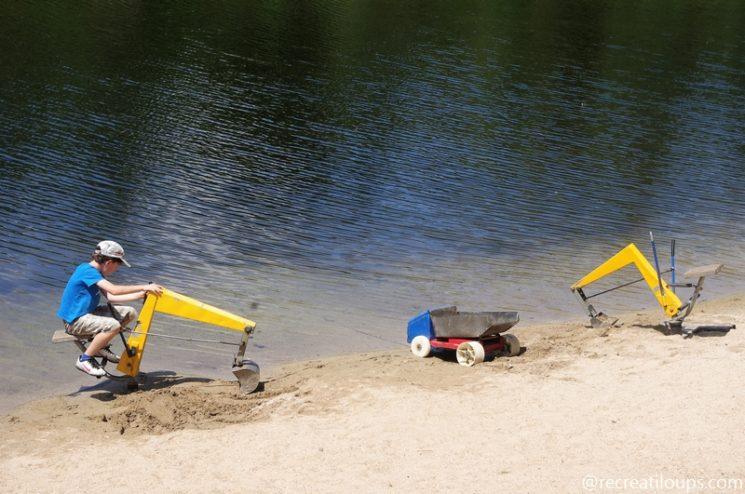 Jeux au bord de l'étang à Odet Loisirs