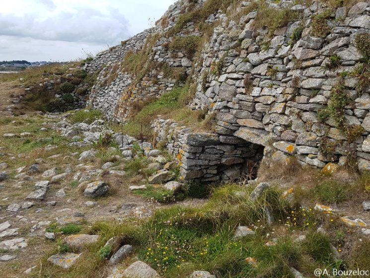 Le Cairn de l'île Carn à Ploudalmézeau