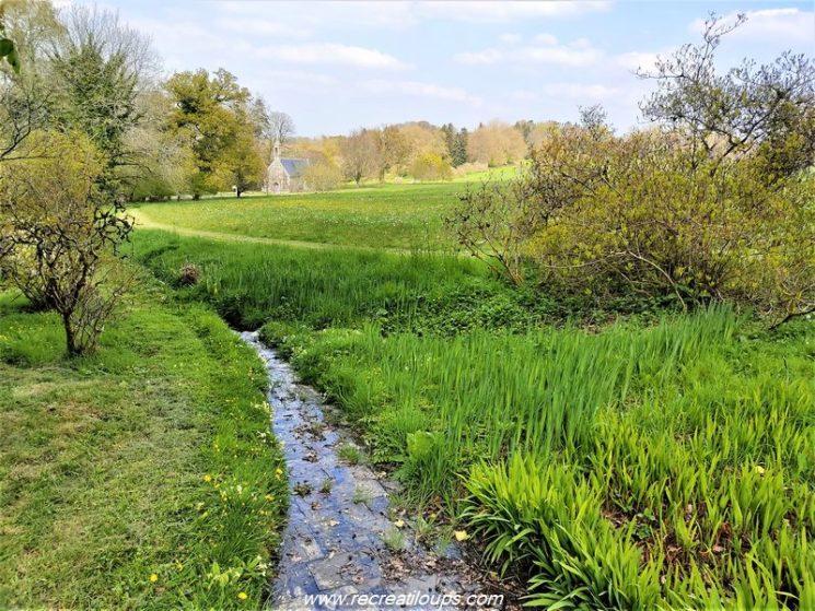 Ruisseau près de la chapelle